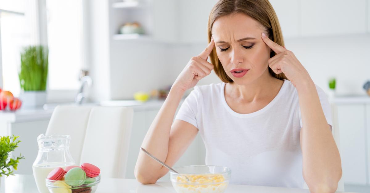 أسباب الصداع بعد الأكل وكيفية علاجه ويب طب