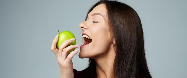 مشروبات وأطعمة تقوي الأسنان