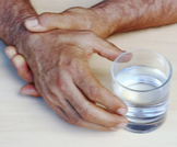 علاج النقرس بالماء البارد: ما حقيقته