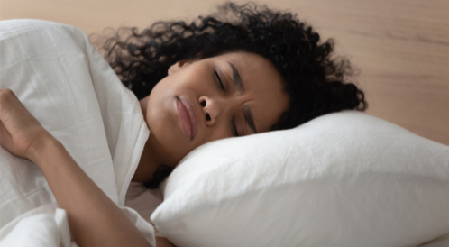 طريقة النوم الصحيحة للرقبة