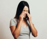 أعراض الجيوب الأنفية على العيون