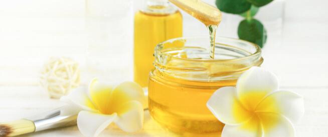 العسل لحب الشباب: فوائد ووصفات متنوعة