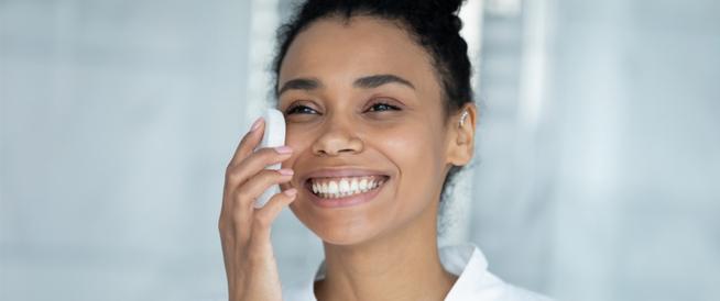 تنظيف البشرة الجافة: طرق ونصائح