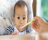 متى أطعم طفلي الرضيع؟