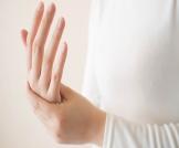 هل تنميل اليدين خطير؟