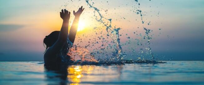 فوائد السباحة للنساء: تعرفي عليها