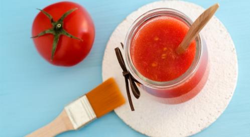 أضرار الطماطم للبشرة: احمرار وتحسس