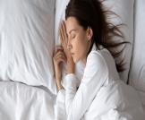 متى أنام على جنبي بعد العملية القيصرية؟