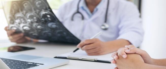 الفرق بين العلاج الهرموني والكيميائي للسرطان