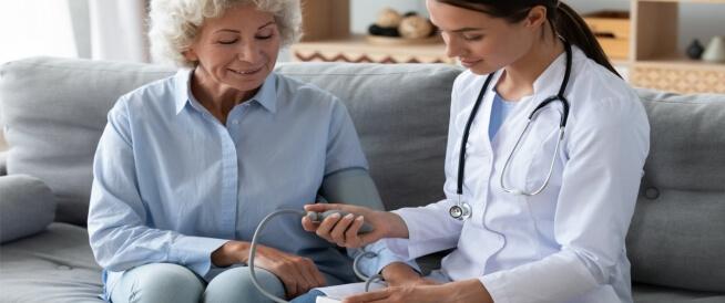 ضغط الدم الطبيعي عند كبار السن