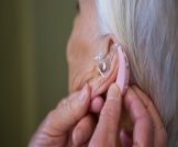 سماعات ضعف السمع لكبار السن