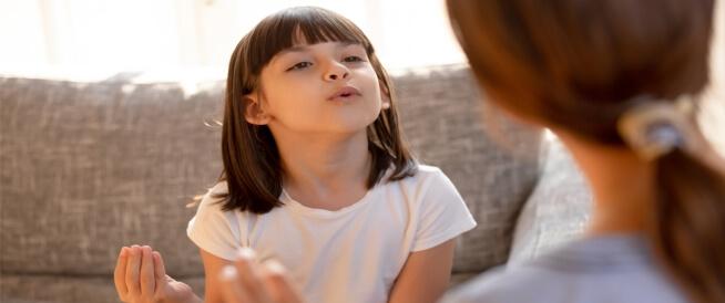 التأتأة المفاجئة عند الأطفال: أسباب وعلاجات