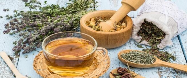 علاج التهاب الفقرات القطنية بالأعشاب: حقيقة أم خرافة