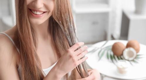 هل زيت جوز الهند يكثف الشعر