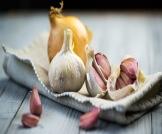 علاج سرطان الثدي بالثوم والبصل
