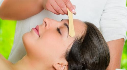 أضرار إزالة الشعر بالشمع