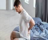 أسباب ألم الظهر عند الاستيقاظ من النوم
