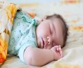 الطريقة الصحيحة لنوم الرضيع