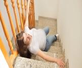 هل السقوط يؤثر على الحمل