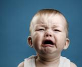 سبب بكاء الطفل المستمر في عمر السنة