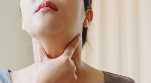 أعراض سرطان الغدة الدرقية الحميد
