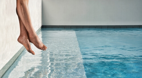 متى يمكن السباحة بعد الولادة القيصرية