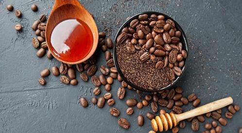 العسل والقهوة للهالات السوداء