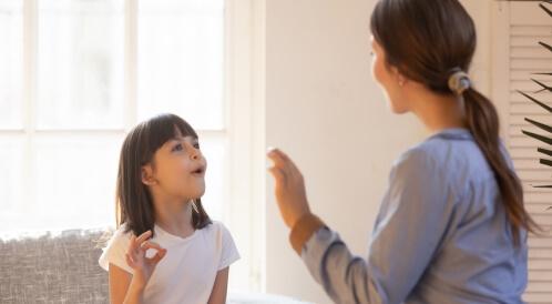 كيفية التعامل مع سلوكيات الطفل التوحدي