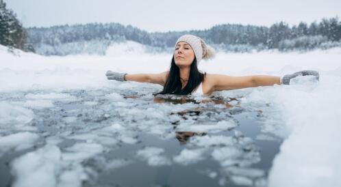 فوائد السباحة بالماء البارد