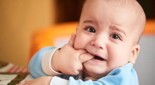 تأخر التسنين عند الرضع