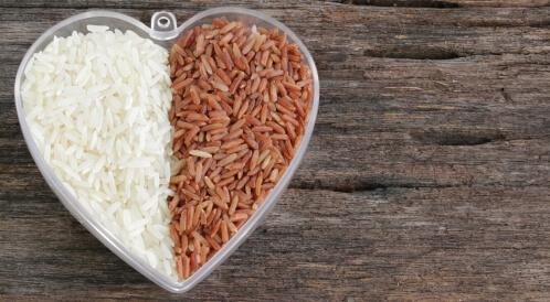 الفرق بين الأرز البني والأبيض