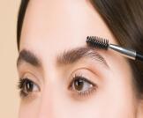 هل تساقط شعر الحواجب طبيعي