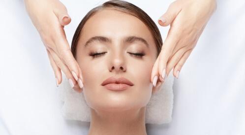 مساج الوجه لتحفيز الكولاجين
