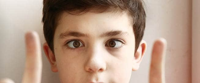 الحَوَل لدى الأطفال: كيف نشخصه ونعالجه؟
