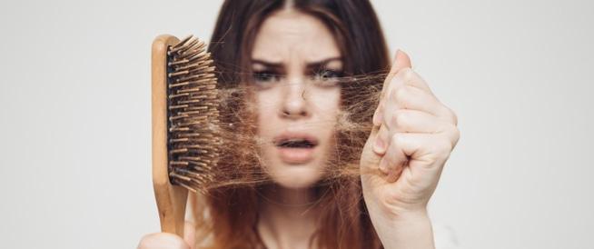 تساقط الشعر الاسباب والعلاج