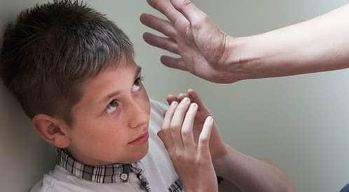 هل الضرب هو الحل لتربية طفلك؟