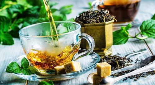 فوائد الأعشاب المضافة إلى الشاي
