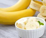 اذا تناولت الموز او اللوز ستشعر بالنعاس!