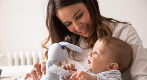 إمساك الرضع للأشياء