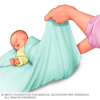 تغطية أقدام الطفل