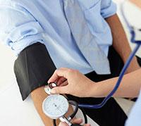 قياس ضغط الدم يدويا