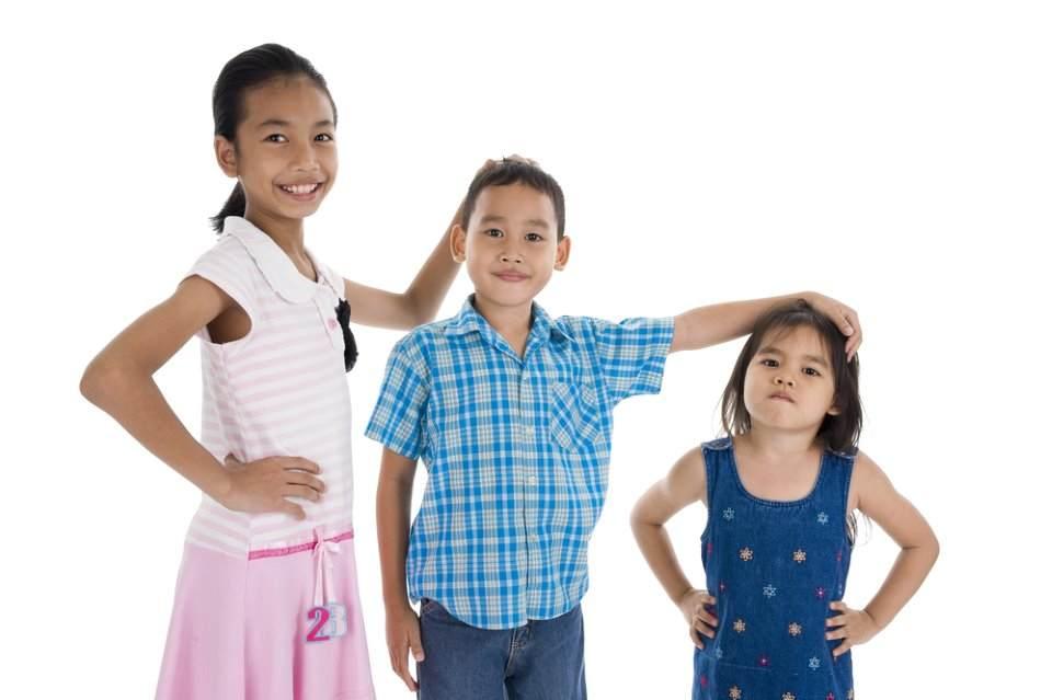 3 اطفال