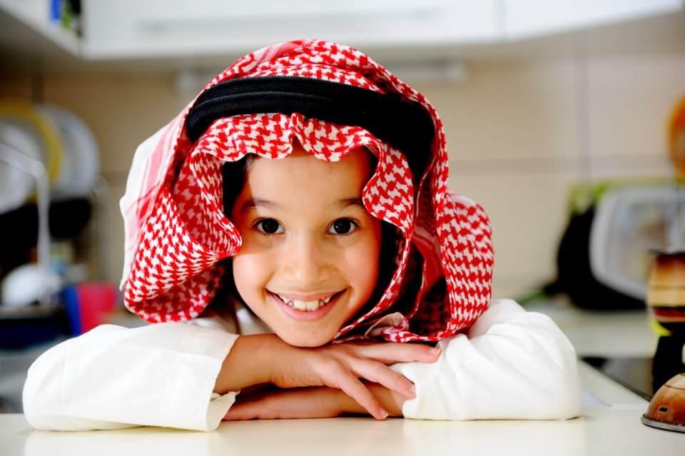 طفل خليجي سعيد