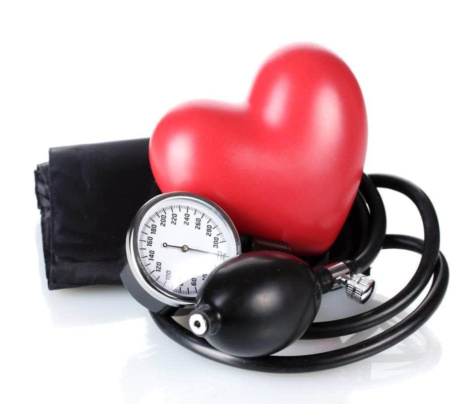 قلب وسماعات طبية