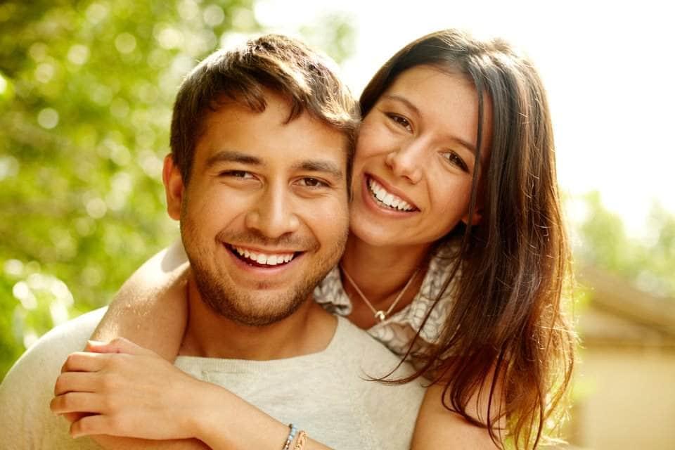 صورة زوجين سعيدين