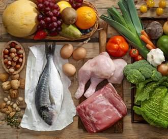 صورة لمجموعة من الأغذية التي تدخل في رجيم العصر الحجري
