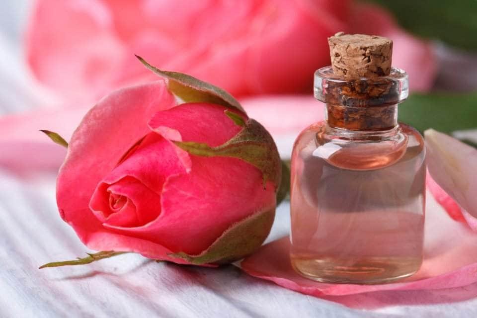 صورة ماء الورد