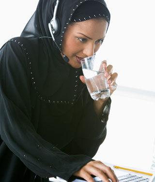 احرصي على شرب الماء