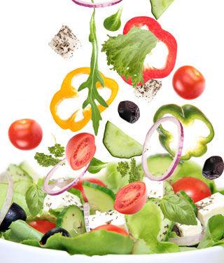 الخضروات جزء أساسي من وجبة المسن