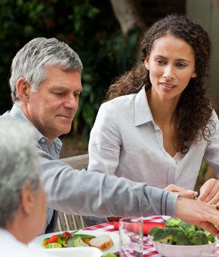 تناول وجبات عائلية
